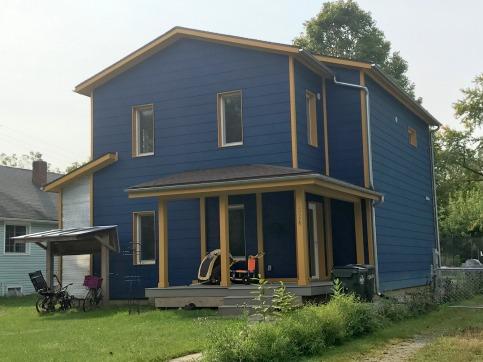 use 324 W Davis St porch